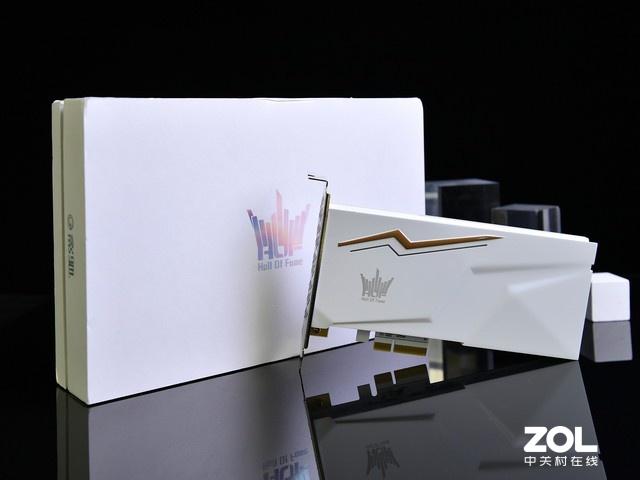 老凤凰平台客服,纯白+RGB  超美影驰HOF名人堂SSD评测
