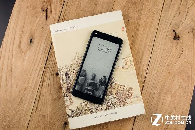手机频道 市场 导购 > 正文        海信双屏手机a6内置了水墨屏桌面