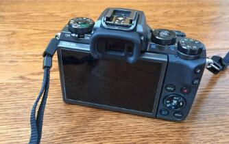 佳能EOS M5一款小巧、便携的微单相机