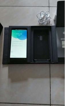 浑然天成的手机显示出MIX的华彩