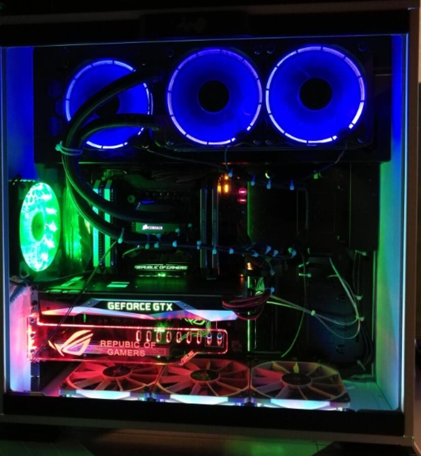 旗舰机主板!RGB灯很漂亮!