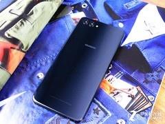 这款全面屏手机太美了 售价更是让我难以抗拒