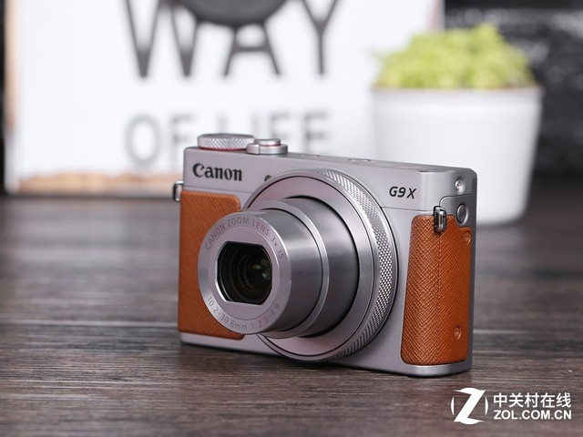 28-84mm等效焦距 3倍光变佳能G9X II