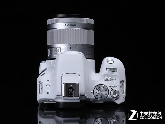 配置DIGIC7处理器 佳能200D套机京东促销