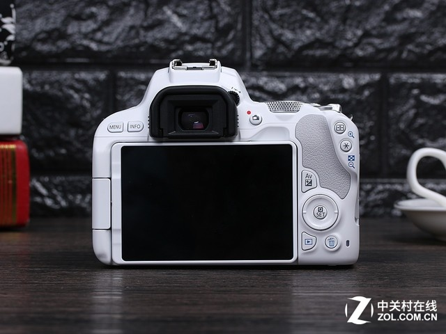 以女生之名 佳能白色款单反相机200D