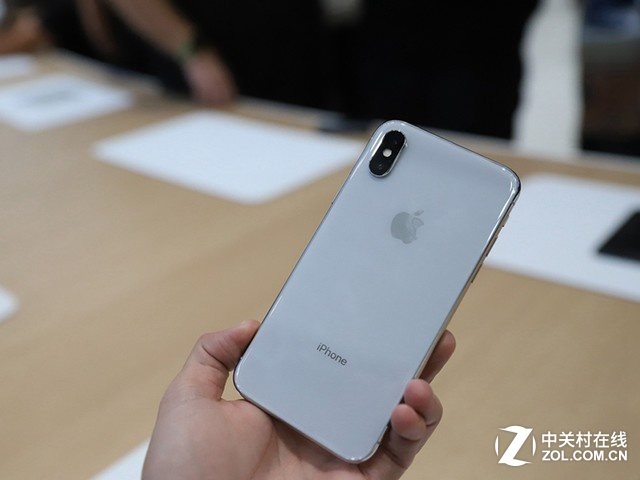 畅销到犯规 iPhoneX预购开启销量达550万