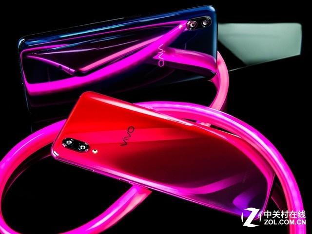 炫彩后壳配水滴全屏 这款手机颜值有点高